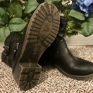 Size 10 shoes - Womens leather boots